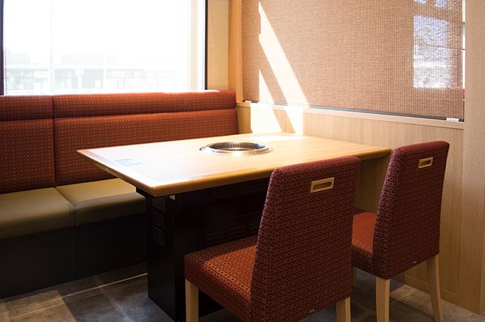 椅子+ソファー席/4名